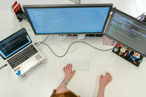 Why hire a dedicated software development team? A checklist for IT startups